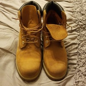Pre-Loved Timberlands....owner outgrew